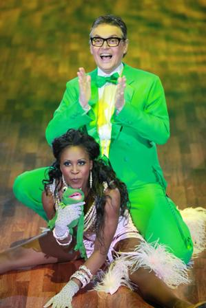 Rolfe Scheider bei Let's dance 2010 mit Motsi Mabuse - (c) RTL / Andreas Friese