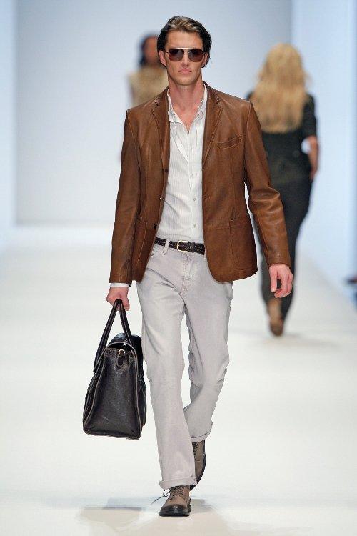 Mode für Männer mit Lederjacke und Chino - BossBlack setzt auf Evergreens