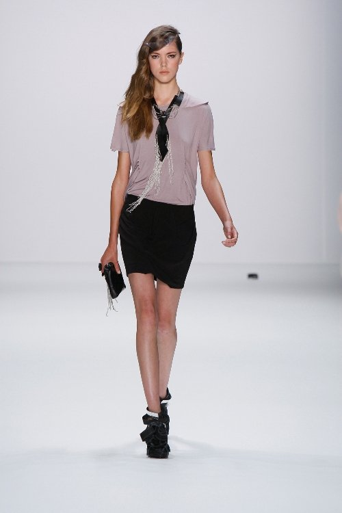 Uniform-Style bei Arrondissement AQ1 at MBFW_SS2011_208