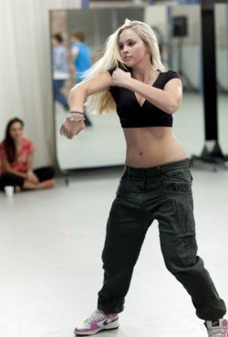Alicia Banit - Kat in der Dance Academy - Foto: ZDF und Mark Rogers-Werner Film Productions