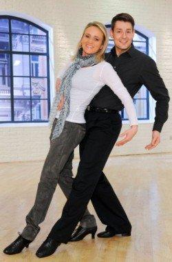 Alexandra Meissnitzer und Florian Gschaider bei Dancing Stars 2011 - Foto: ORF/ALI SCHAFLER