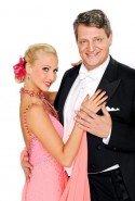 Dieter Chmelar und Kathrin Menzinger bei Dancing Stars 2011 - Foto: ORF/Ali Schafler