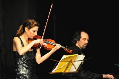 La Bicicleta - Caroline an der Geige und Javier am Klavier