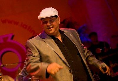 Salsa-Konzerte mit Luis Frank Arias auf Tour mit Soneros de Verdad