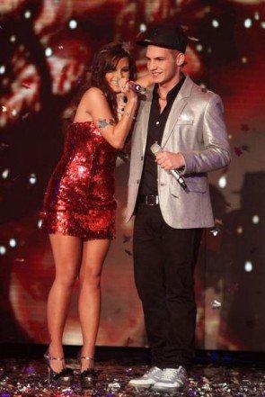 Pietro Lombardi und Sarah Engels beim Supertalent 2011 mit Weihnachts-Song It's Christmas Time - Foto: (c) RTL / Stefan Gregorowius