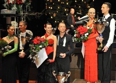 Standard - die Sieger Oliver und Jasmin Rehder von rechts - und dann weiter die Platzierten