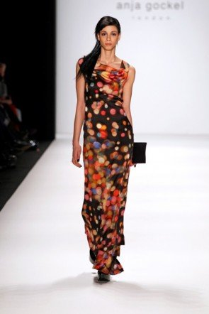 Anka Gockel Kleid lang bunt gepunktet MB Fashion Week 2012 Berlin
