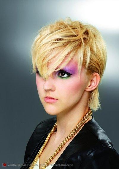 Frisuren 2012 - mal brav - mal frech - Haare für jeden Anlass