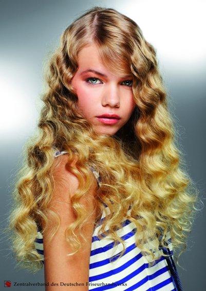 Lange Haare mit Locken auch im Frisurentrend 2012