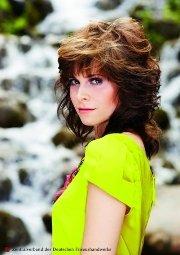 Locken-Frisur 2012 für mittellange Haar nach Sue Ellen aus Dallas