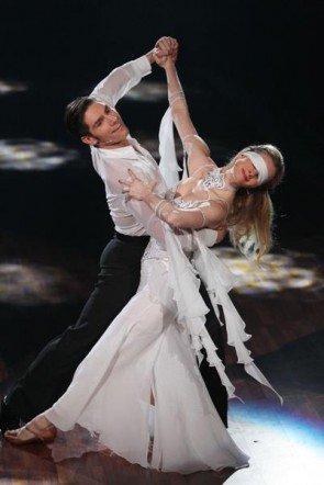 Let's dance 2012 - Show 1 - Joana Zimmer sorgt mit Christan Polanc für Gänsehaut - Foto: (c) RTL / Stefan Gregorowius