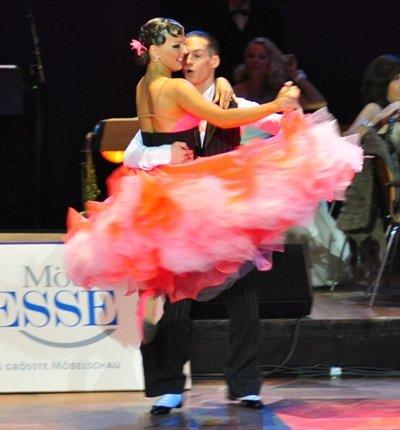 Steffen Zoglauer und Sandra Koperski zur Deutschen Meisterschaft 2012 Professionals Standard-Kür März 2012 - Bild 1