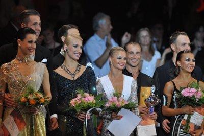 Dance Masters Mannheim 2012 Profi-Tänzer - Sieger-Paare Standard und Latein - in der Mitte die Sieger, links und rechts daneben die Zweitplatzierten