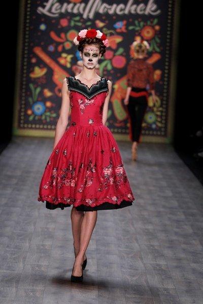 lena hoschek zur fashion week berlin 2012 ein fest der sinne. Black Bedroom Furniture Sets. Home Design Ideas