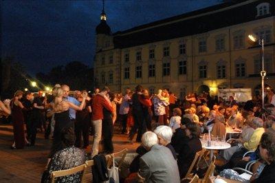 Tango-Festival Oldenburg - Schlosshof - Foto:(c) Peter Kreier