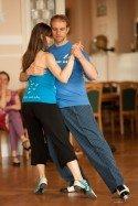 Tango-Unterricht bei Tangotanzen macht schön in Berlin - Rafael Busch - Foto: Sam Jost.