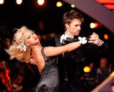 Lukas Perman - Kathrin Menzinger beim Tango in Show 4 der Dancing Stars 2013 - Foto: (c) ORF - MILENKO BADZIC