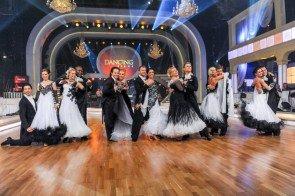 Gruppentanz in Show 8 der Dancing Stars 2013 - Foto: ORF - Ali Schafler