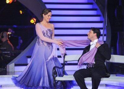 Thomas Kraml - Angelika Ahrens mit einem schönen Slowfox bei den Dancing Stars 2013 - Show 5 - Foto: ORF - Ali Schafler