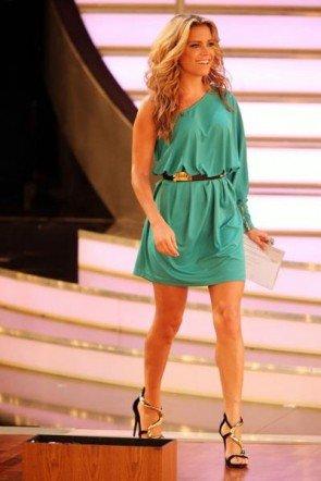 Sylvie van der Vaart im leichten Sommer-Kleidchen bei Let's dance 2013 - Foto: (c) RTL / Stefan Gregorowius