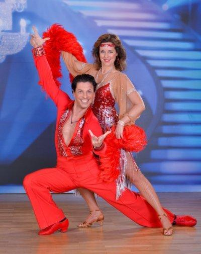 Thomas Kraml - Angelika Ahrens als Disco-Queens bei den Dancing Stars 2013 - Foto: (c) ORF - Ali Schafler