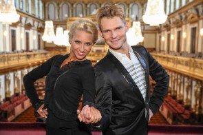 Dancing Stars Kathrin Menzinger und Vadim Garbuzov vor Neujahrskonzert 2014 der Wiener Philharmoniker - Foto: ORF - Milenko Badzic