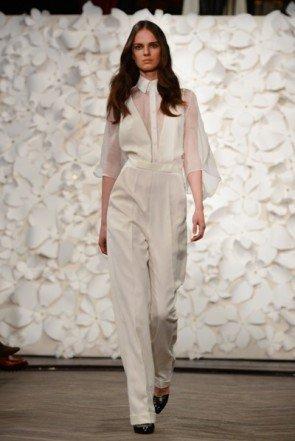 Weiß und weite Hosen dominant bei Kaviar Gauche - Fashion Week Berlin Januar 2014 - 01