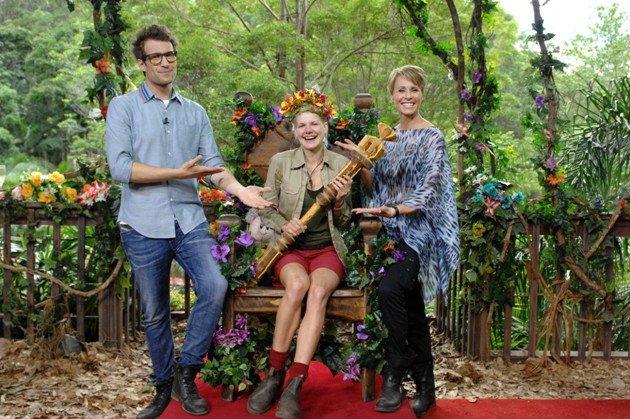 Melanie Müller ist Dschungel-Königin 2014 - hier mit Daniel Hartwich und Sonja Zietlow - Foto: (c) RTL/ Stefan Menne