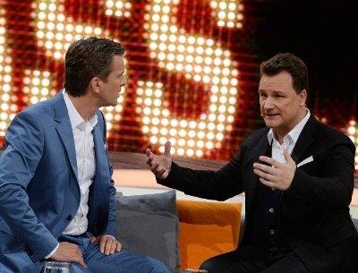 """Markus Lanz mit Guido Maria Kretschmer bei """"Wetten, dass..?"""" am 5.4.2014 - Foto: (c) ZDF und Patrick Seeger"""