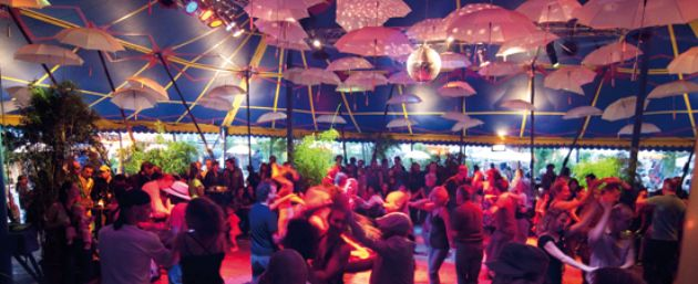 Tanzen in der 'tanzbar' auf dem Tollwood Festival München - Foto: © Petr Neuberger