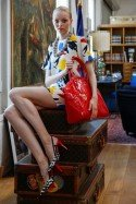 Schuhe, Accessoires - Schuhmode zur GDS Düsseldorf: Model Katharina zeigt Slingpumps in schwarz/weiss mit rotem Absatz von MIA JAHN - Foto: Constanze Tillmann (c) Messe Duesseldorf / ctillmann