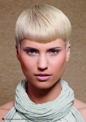 kurze Haare für Damen im kühlen Blond 2014