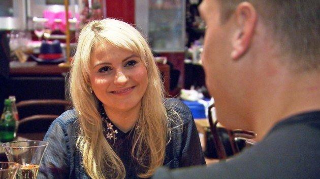 Fabienne bei Flirt oder Fiasko am Donnerstag, 5.3.2015 - Foto: © VOX – Constantin Entertainment