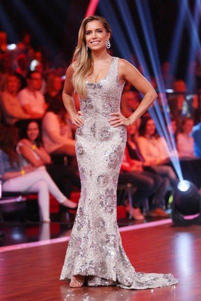 Sylvie Meis im hübschen Kleid im Let's dance 2015 Halbfinale am 29.5.2015 - Foto: © RTL – Stefan Gregorowius