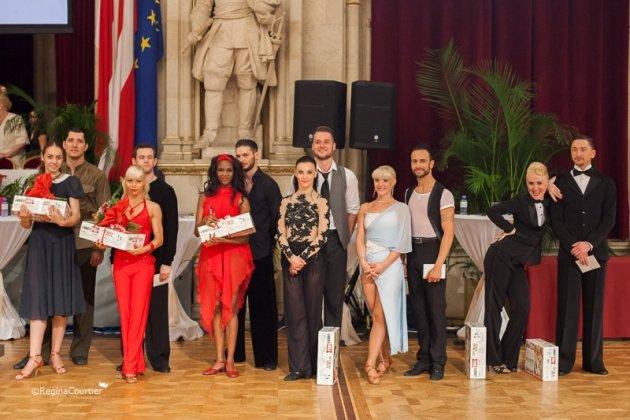 Weitere Tanzpaare bei der WM Kür Latein WDSF PD - 3. von links Marius Iepure - Otlile Mabuse, 2. von rechts Danilo Campisi - Maja Karolina Franke - Foto: (c) Regina Courtier