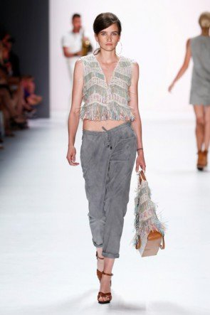Hellgrau Sommer-Mode 2016 von Riani - Fashion Week Berlin Juli 2015 - 1