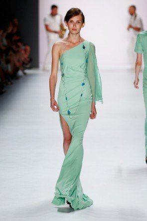 Pastell Grün Sommer-Mode 2016 von Riani - Fashion Week Berlin Juli 2015 - 1