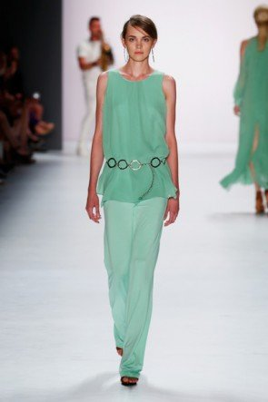 Pastell Grün Sommer-Mode 2016 von Riani -  Fashion Week Berlin Juli 2015 - 3