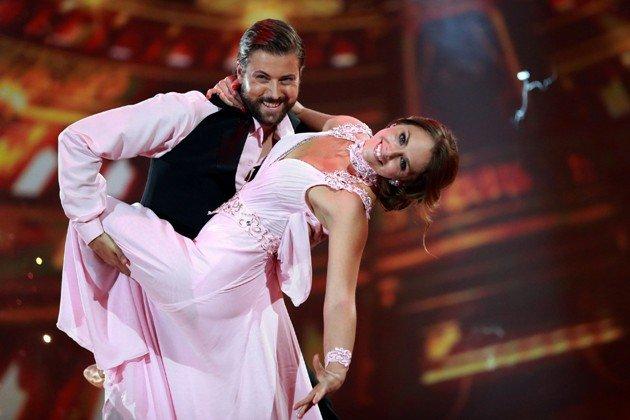 Felix von Jascheroff - Lisa Steiner bei Stepping Out am 25.9.2015 - Foto: (c) RTL – Stefan Gregorowius