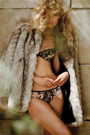 Bügel-BH und Short-Hot-Pants von Andreas Sarda Dessous-Modell Pola, Farbe Make up
