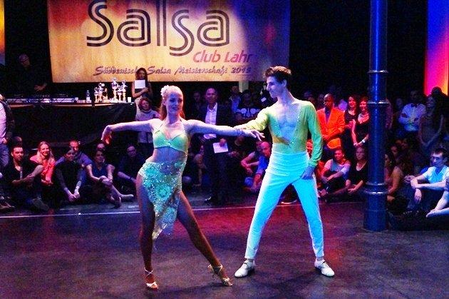 Samuel Kramer - Lisa Vogler 2015 zur Süd-Deutschen Salsa-Meisterschaft 2015 - 01 - Foto: (c) Salsango - Karsten Heimberger