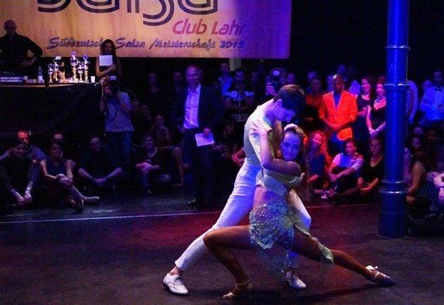 Samuel Kramer - Lisa Vogler 2015 zur Süd-Deutschen Salsa-Meisterschaft 2015 - 03 - Foto: (c) Salsango - Karsten Heimberger
