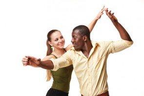 Salsa-Tanzpaar beim Salsa tanzen - Foto: (c) master1305 - fotolia.com