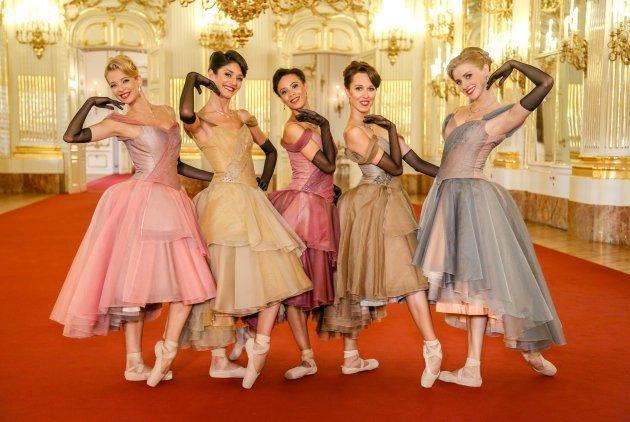 Tänzerinnen vom Wiener Staatsballett Eszter Ledan, Ketevan Papava, Nikisha Fogo, Nina Polakova, Olga Esina - Foto: (c) ORF - Günther Pichlkostner
