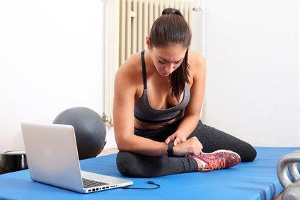 Workout mit Fitness Tracker - Foto: © Peter Atkins - fotolia.com