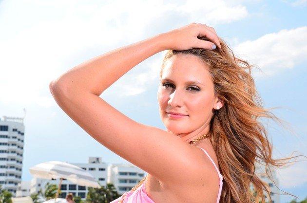 Alle Bachelor-Kandidatinnen 2016 Bikini-Fotos - hier Leonie Rosella
