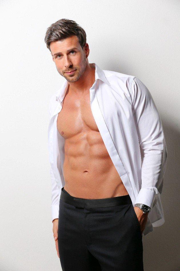 Bachelor 2016 Leonard mit offenem Hemd