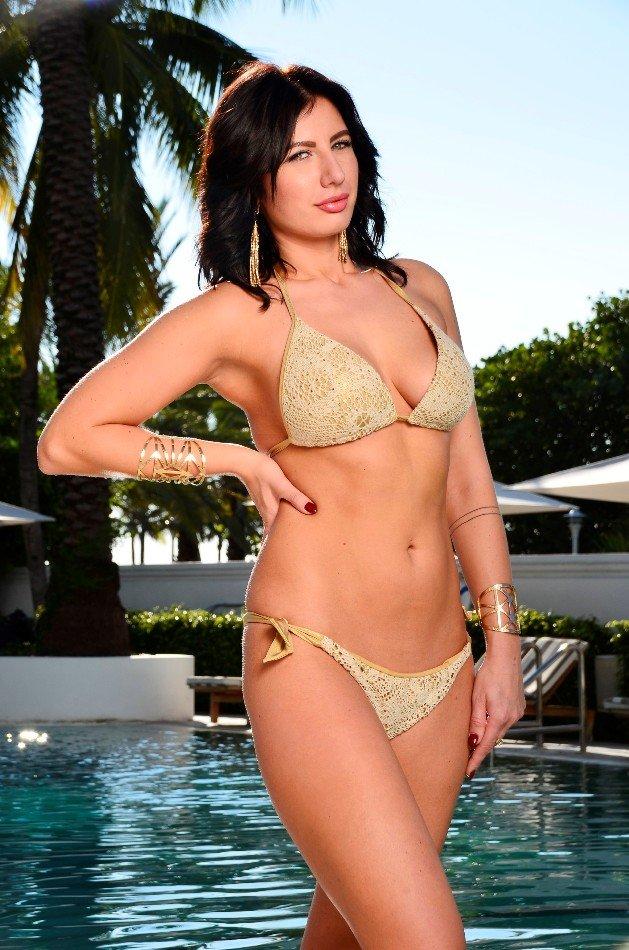 Deborah vom Bachelor 2016 im Bikini