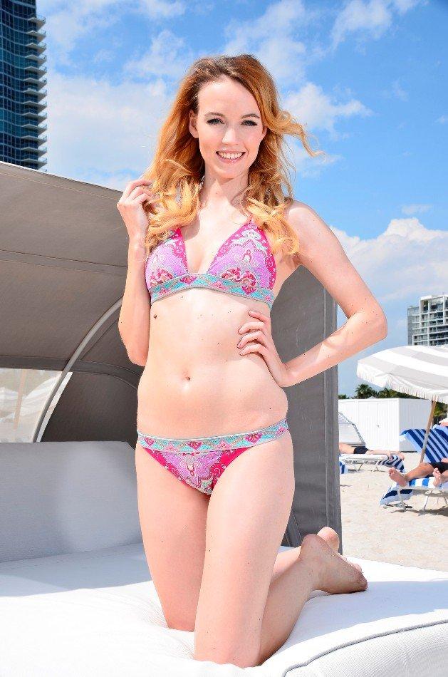 Kathrin vom Bachelor 2016 im Bikini