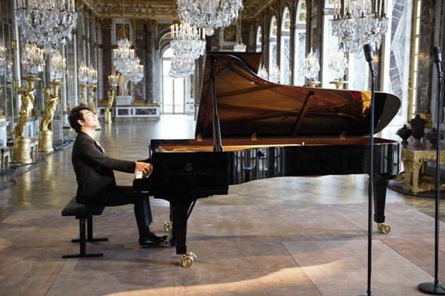 Lang Lang am Flügel im Spiegelsaal von Versailles